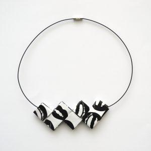 Collar ideal para regalo cargado de valores. Ecológico y artesanal